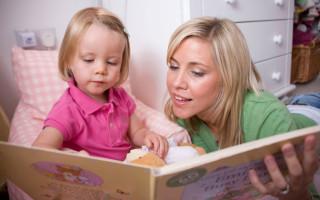 В каком возрасте ребенок начинает говорить первые слова