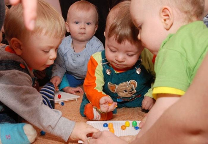 Чтобы помочь ребенку быстрее заговорить, развиваем мелкую моторику